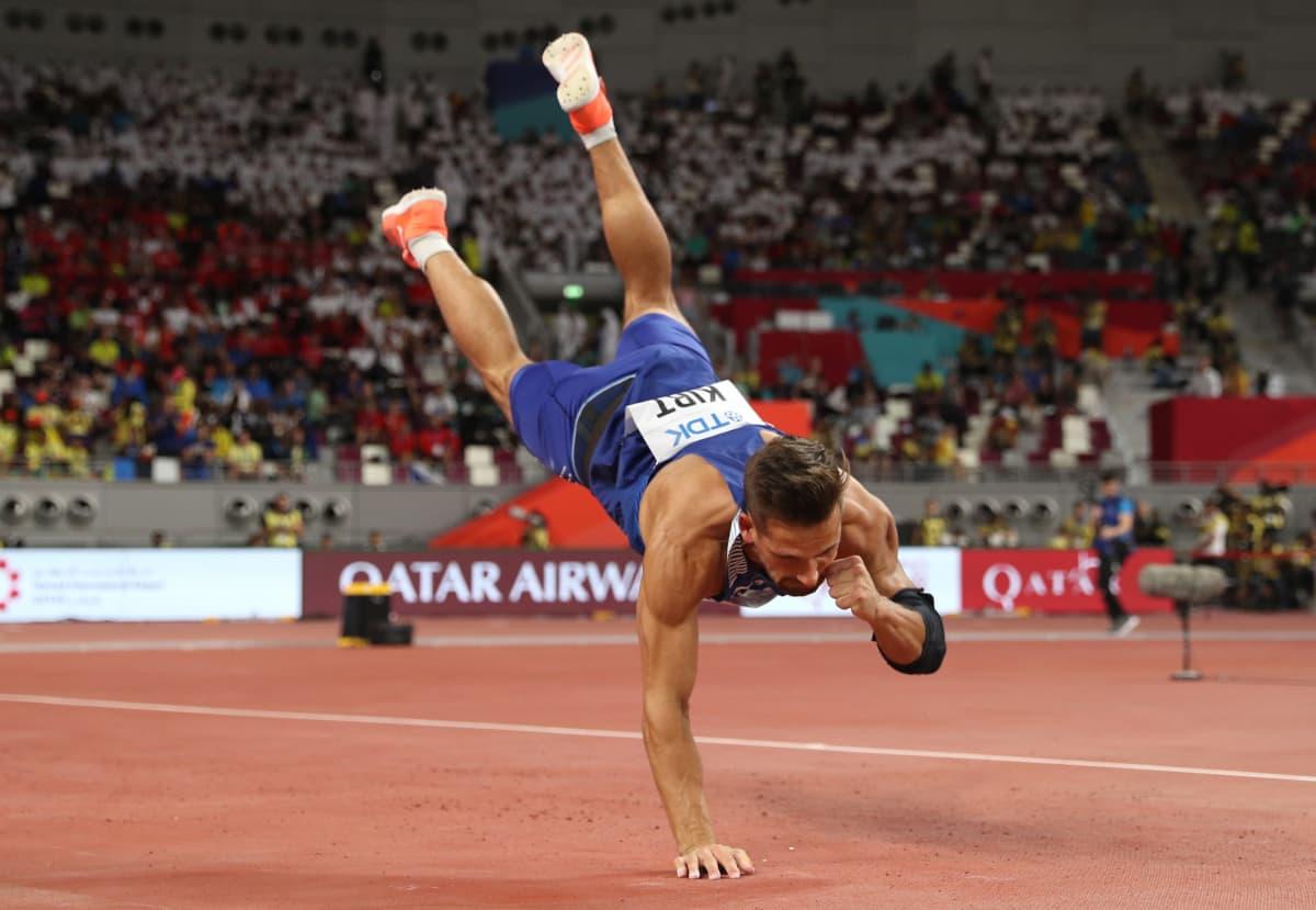 Magnus Kirt loukkaantui viidennen heittonsa alastulossa Dohan MM-finaalissa.