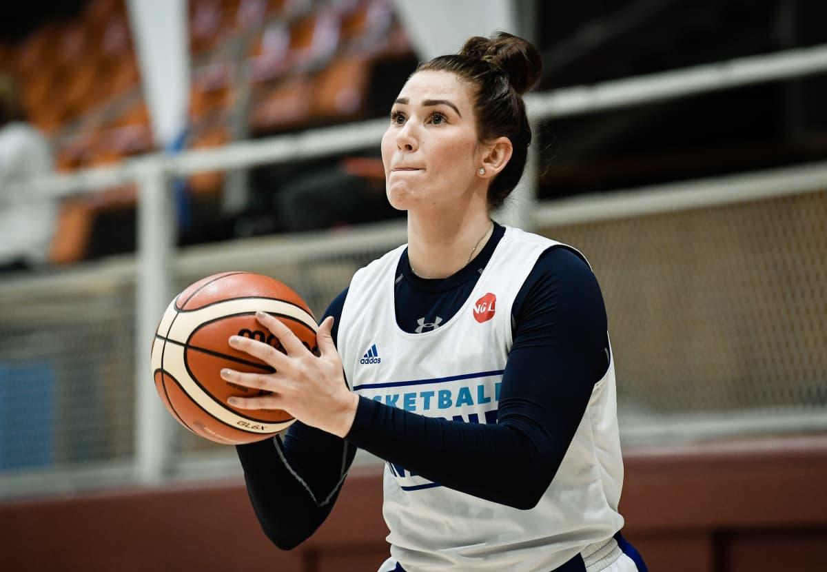 Annika Holopainen tränar med landslaget.