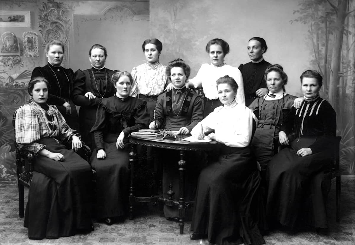 Vaasan työväenyhdistyksen naisosaston johtokunta.