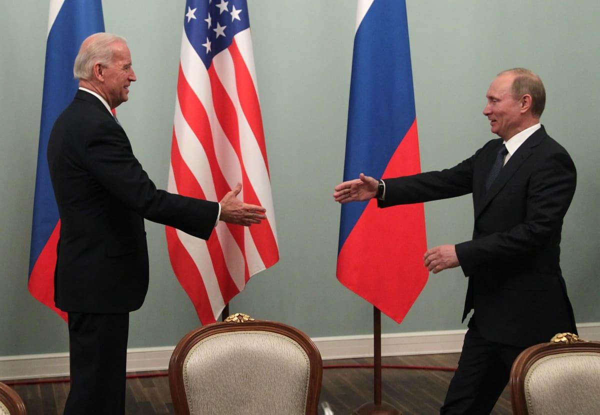 Vladimir Putin ja Joe Biden vuonna 2011.