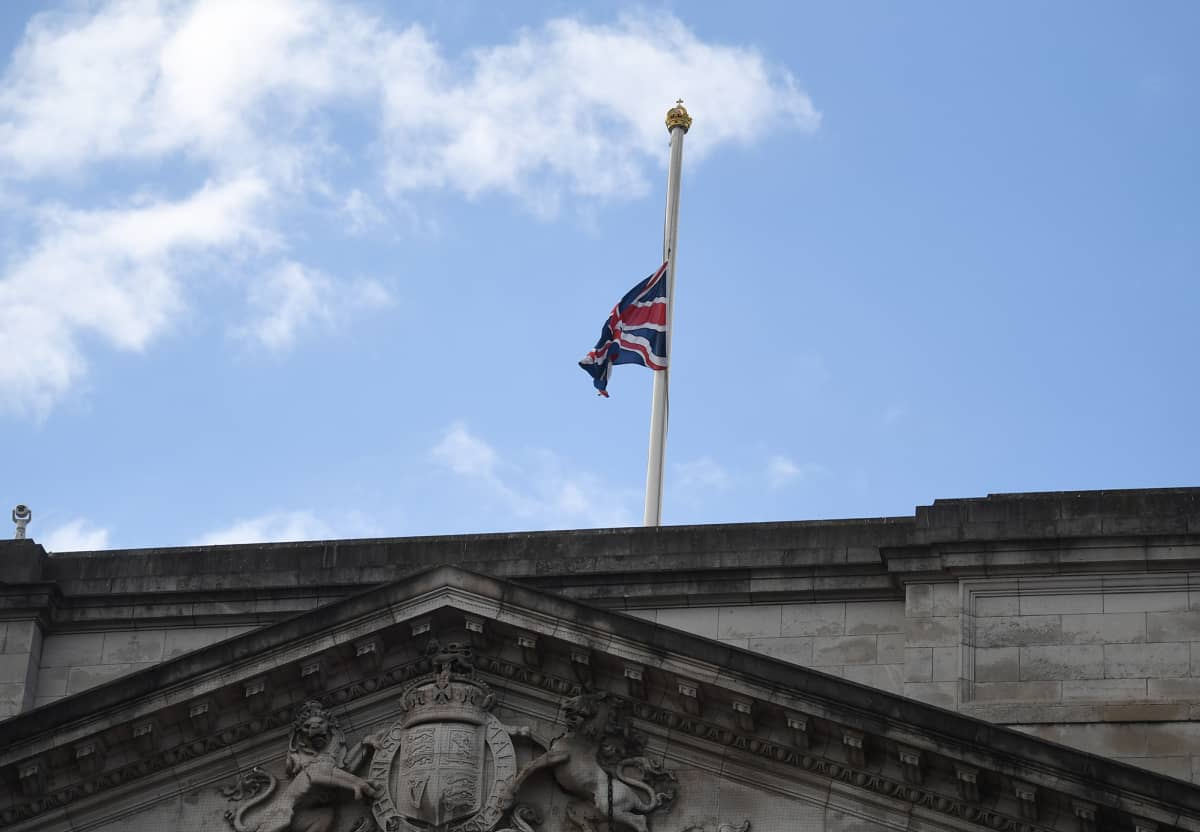 Buckinghamin palatsissa laskettiin liput puolitankoon.