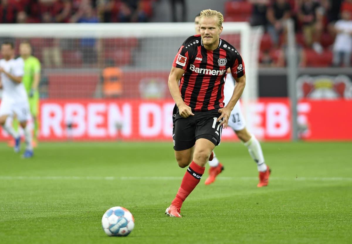 Joel Pohjanpalo Bayer Leverkusenin paidassa.