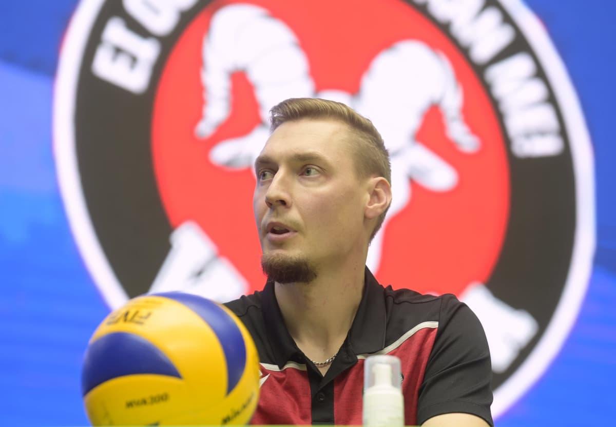 VaLePan päävalmentaja Janne Kangaskokko lentopallon Mestaruusliigan mediatilaisuudessa.
