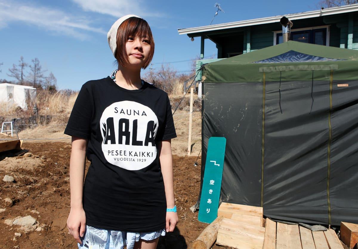 Kuvittaja Enya Honami matkusti Suomeen saunomaan. Eräs kohteista oli helsinkiläissauna Arla.