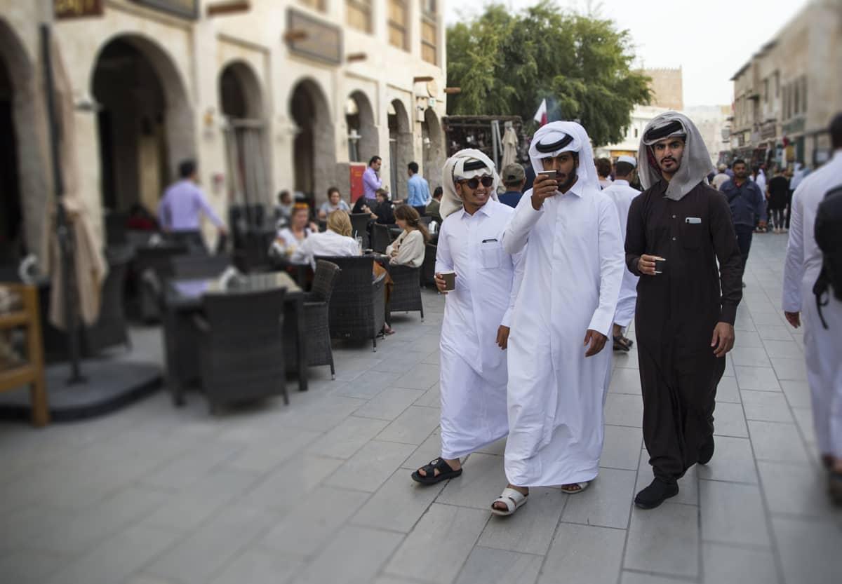 Qatarissa vapaa-aikaa vietetään mieluiten iltatoreilla ja ostoskeskuksissa.