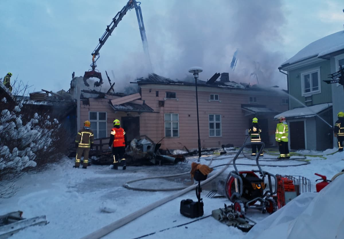 Museokorttelissa sijaitsevan Kiepin vanha rakennus tuhoutui pahoin tulipalossa 29.1. 2019.
