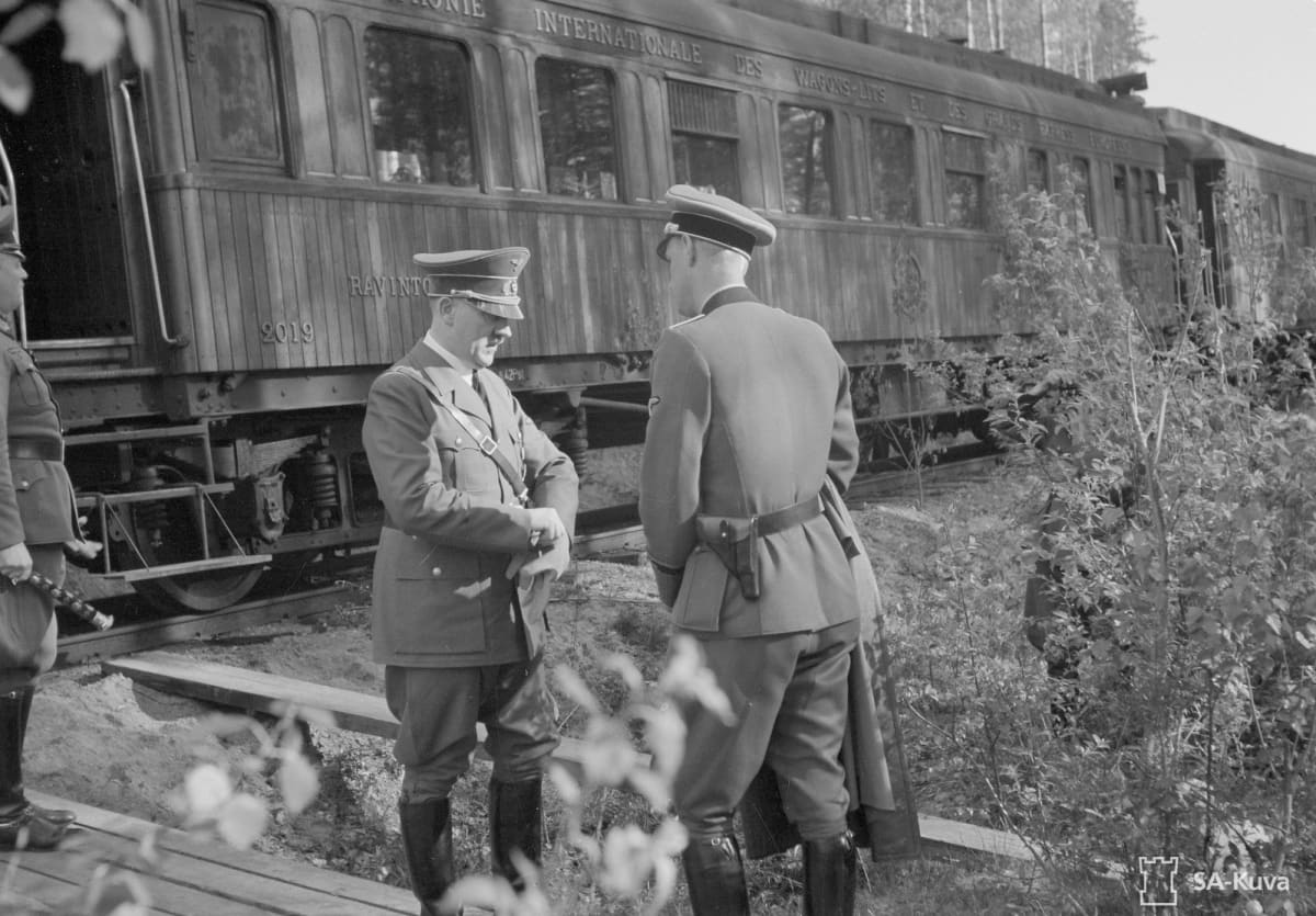 Adolf Hitler junan edustalla