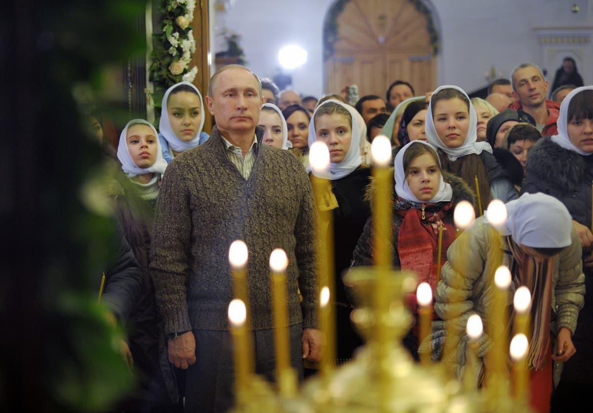 Venäjän presidentti Vladimir Putin osallistui jumalanpalvelukseen Otradnoyen kylässä.