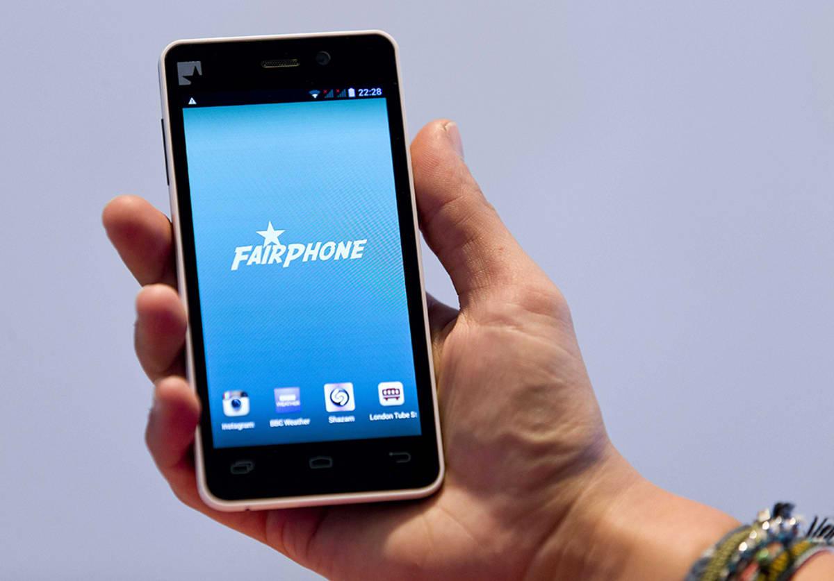 Fairphone-puhelimen prototyyppi Lontoossa 18. syyskuuta.