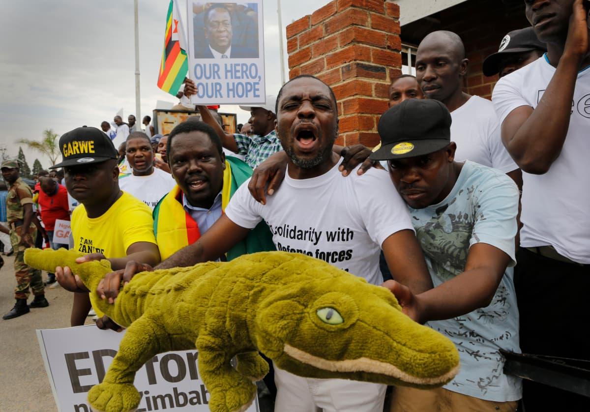 """Mnangagwaa kutsutaan Zimbabwessa lempinimellä """"Krokotiili""""."""