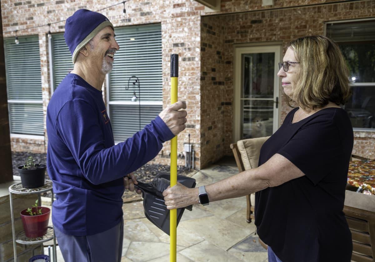 Walter ja Debbie Diaz kotonaan Dallasissa