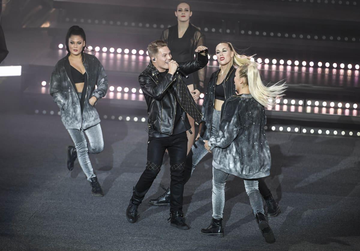 Cheek esiintyy Valot Sammuu konsertissa Lahden mäkimontussa.
