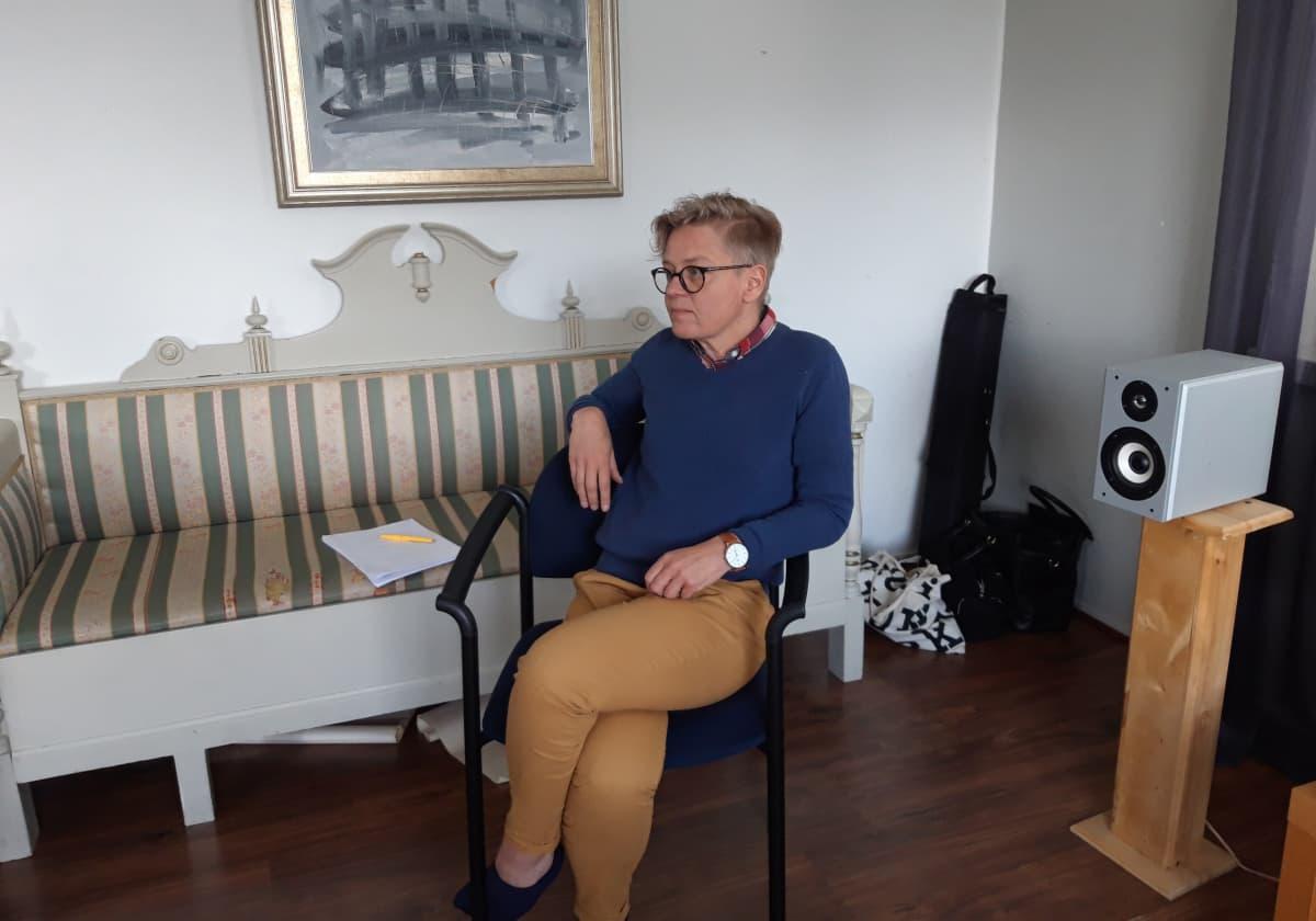 Päihde- ja läheisohjaaja Virpi Karhu Avominnesta.