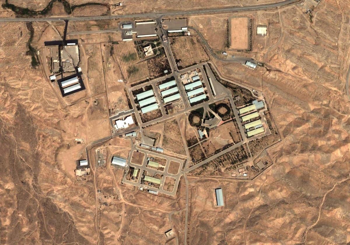 Satelliittikuva Parchinin sotilastukikohdasta vuodelta 2004.