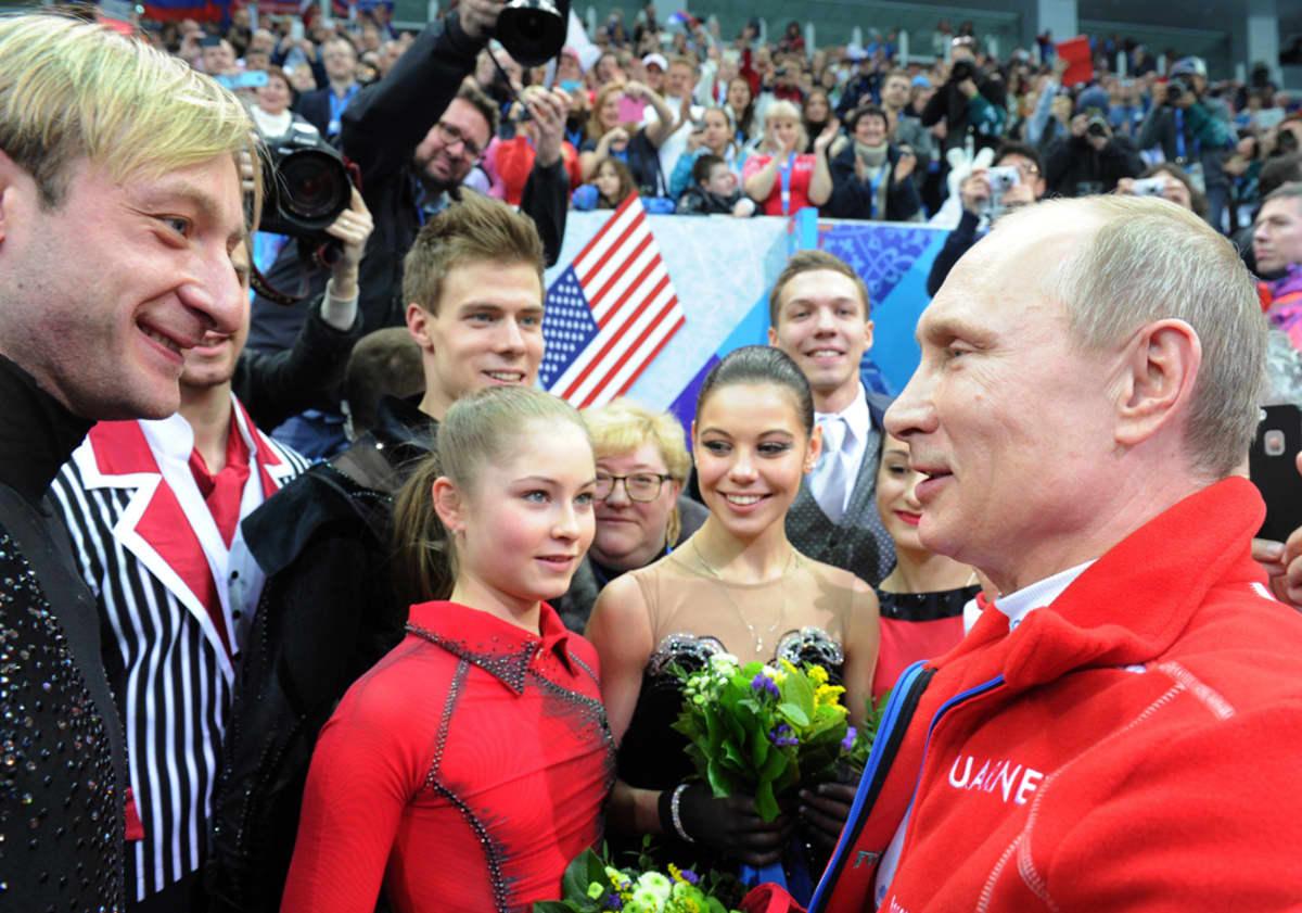 Julia Lipnitskaja ja Venäjän taitoluistelujoukkue sai onnittelut kultamitalista Venäjän presidentiltä, Vladimir Putinilta Sotshin olympiakisoissa.