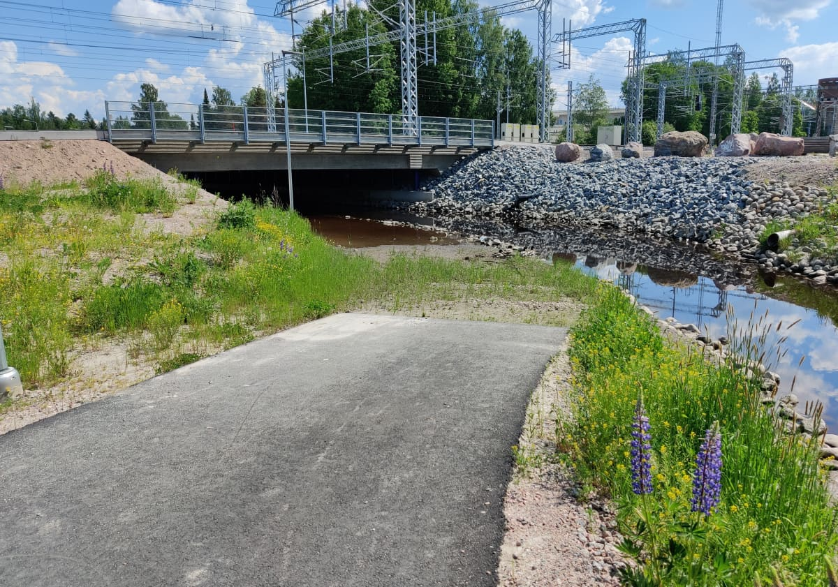 Vantaanjoki tulvii Vantaanjoen ratasillan alikulkutunnelissa.