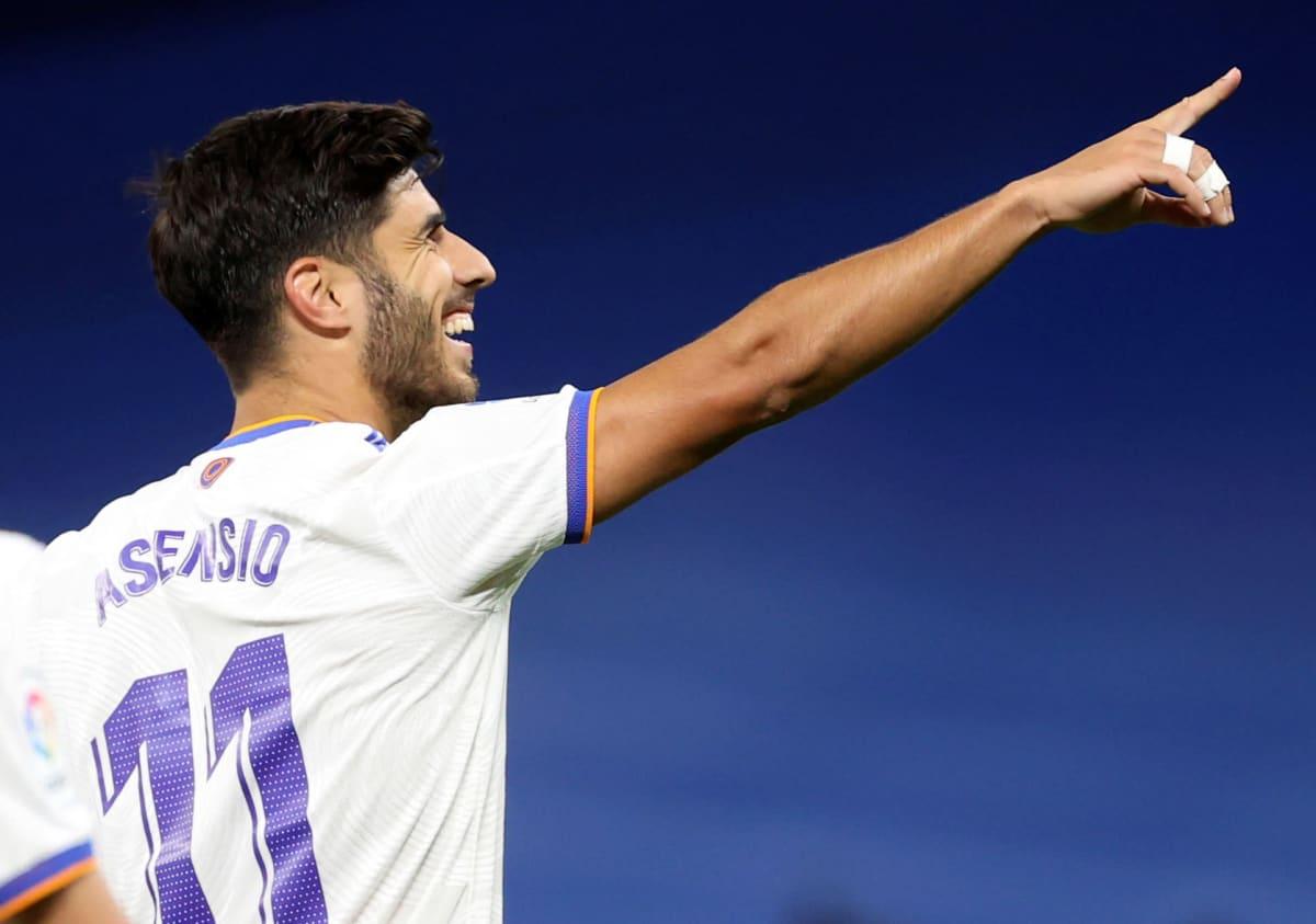Marco Asensio tuulettaa maalia.