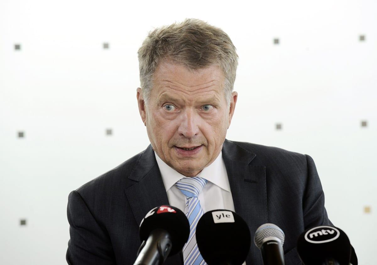 Tasavallan Presidentti Sauli Niinistö kertoi keskusteluistaan Venäjän ja Ukrainan presidenttien kanssa tiedotustilaisuudessa Helsinki-Vantaan lentokentällä lauantaina 16. elokuuta 2014.