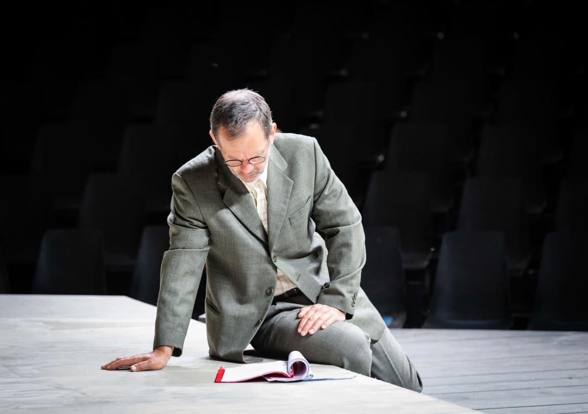 Robin Svartström Ryhmäteatterin Elling-näytelmän harjoituksissa Suomenlinnassa