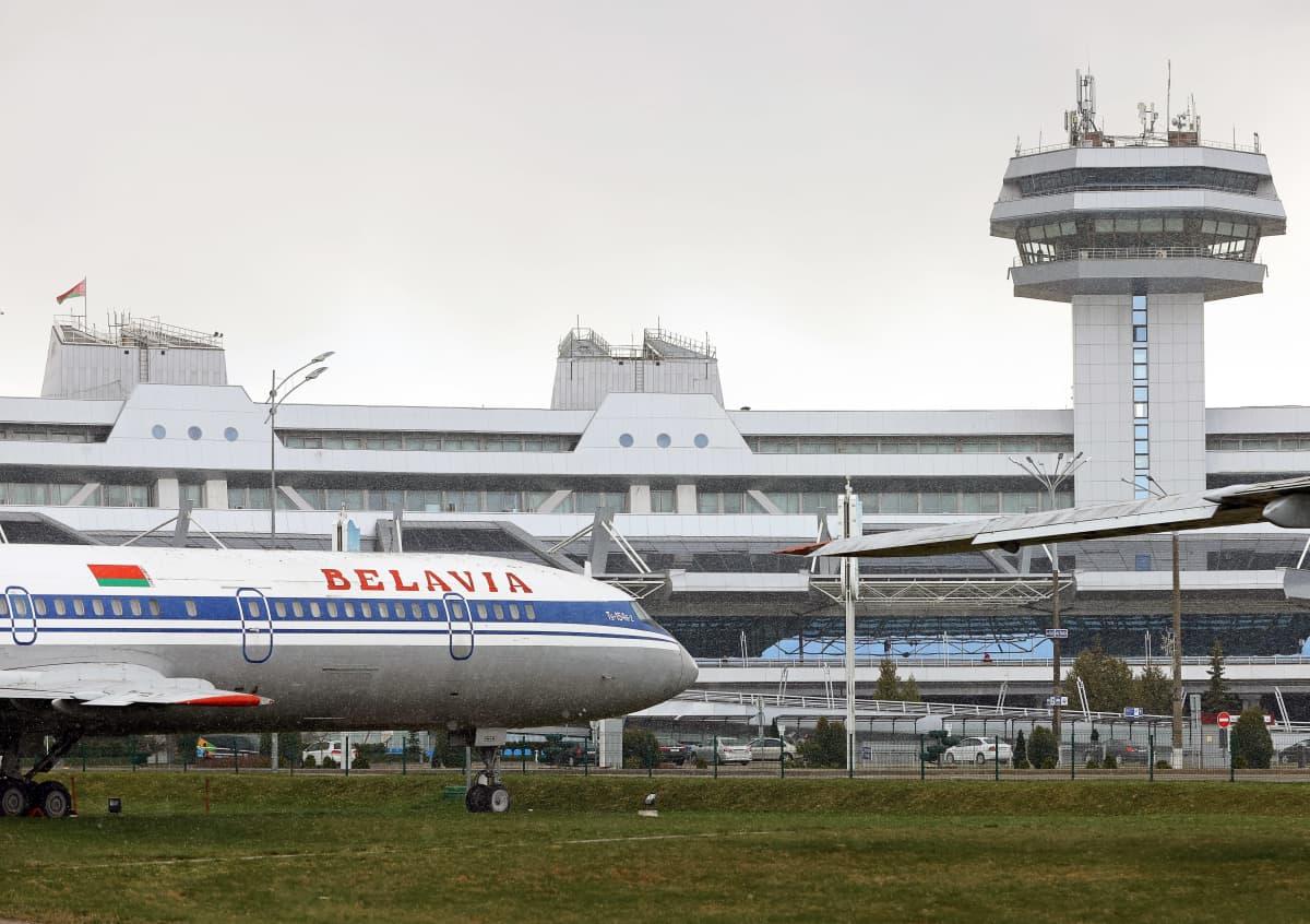 Lentoyhtiö Belavian kone lentokentällä.