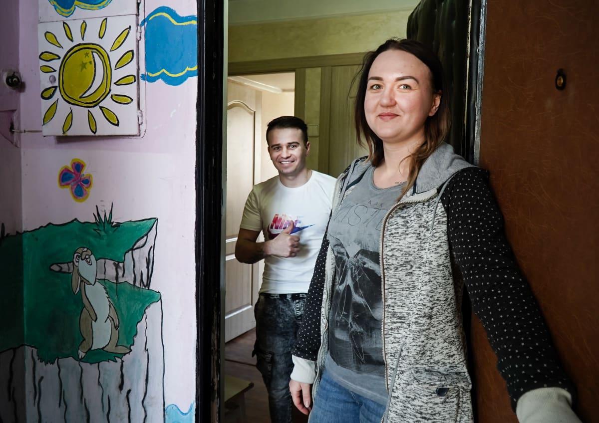 Alina ja Evgeni avaavat oven Kiovassa
