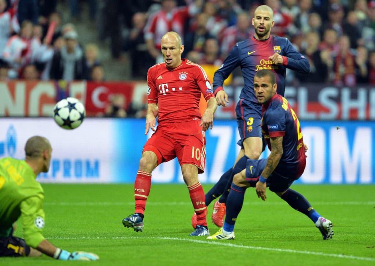 Arjen Robben victor valdes Gerard pique Dani alves