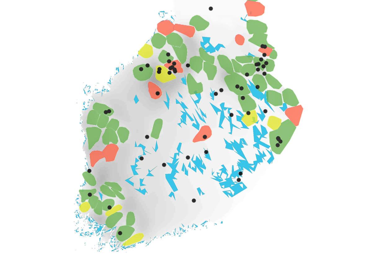 Kartalla näkyy susien reviirejä ja paikkoja koiravahingoista, joista on haettu korvausta.