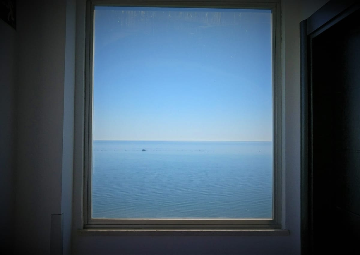 Merinäköala hotellin ikkunasta Espanjan Torremolinoksessa.