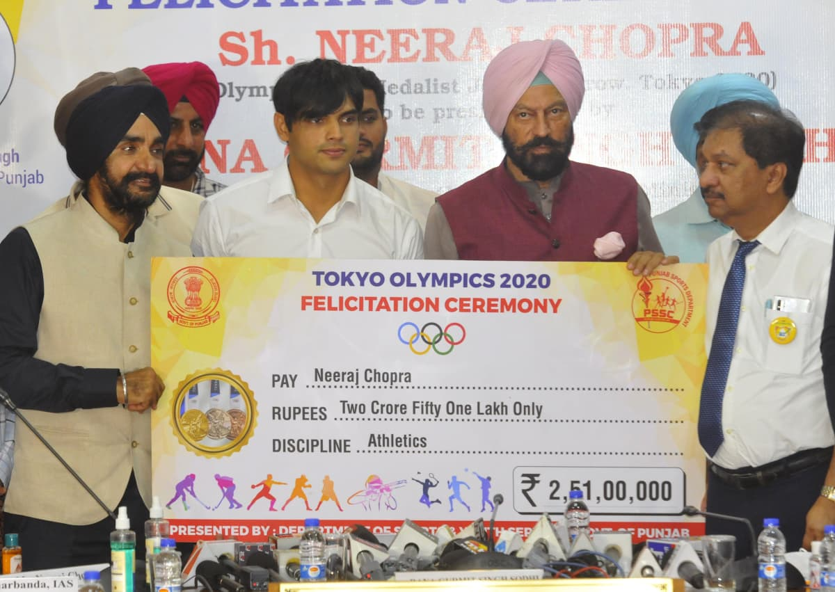 Neeraj Chopra vastaanotti keskiviikkona noin 290 000 euron stipendin
