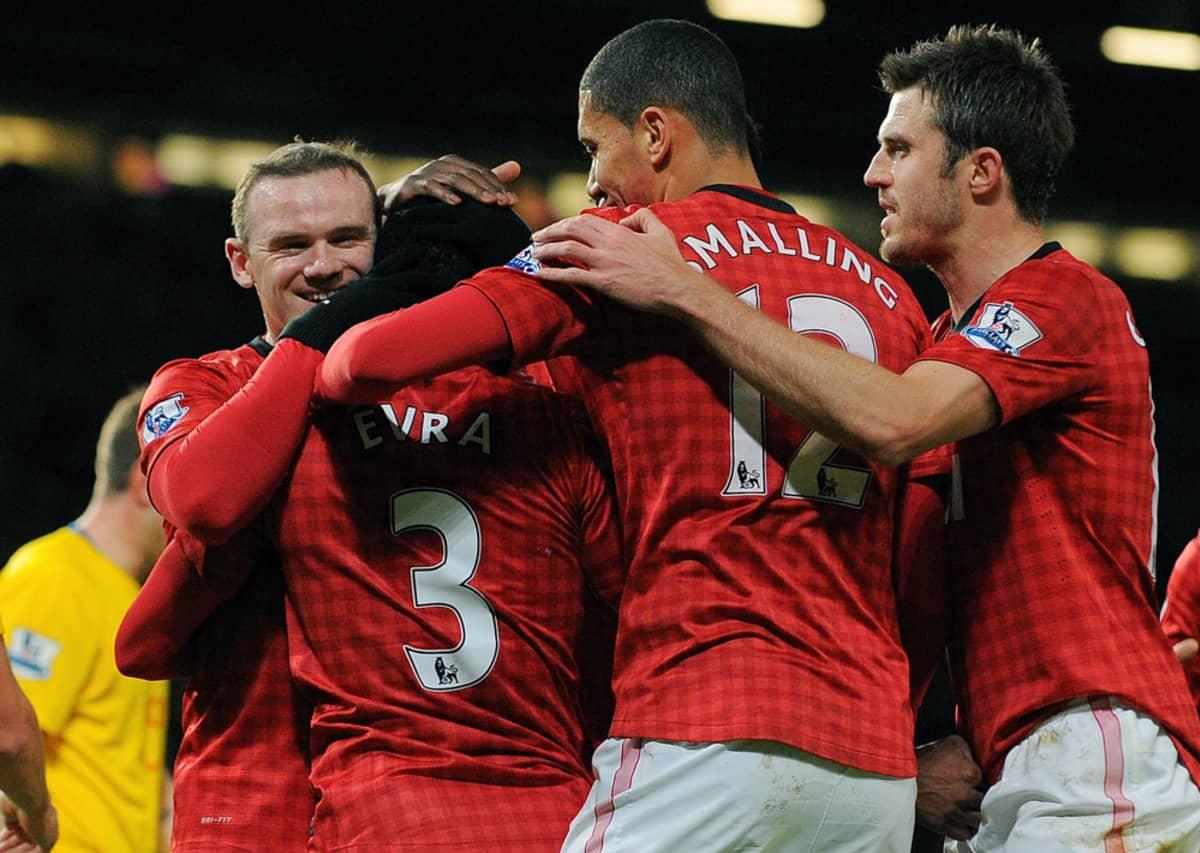 Manchester Unitedin pelaajat juhlivat Wayne Rooneyn maalin jälkeen.