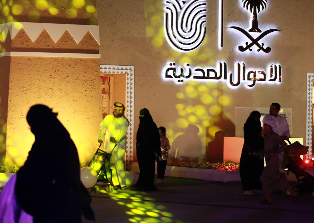 Saudi-Arabian naiset saaneet oikeuden matkustaa ilman miestä