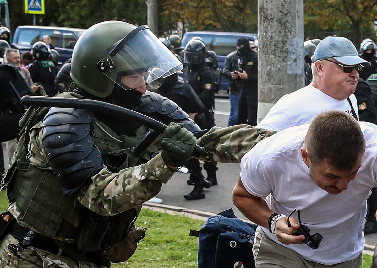 Väkivallan tie. Valko-Venäjän vallanpitäjät ovat vastanneet ihmisten protesteihin kovin ottein.