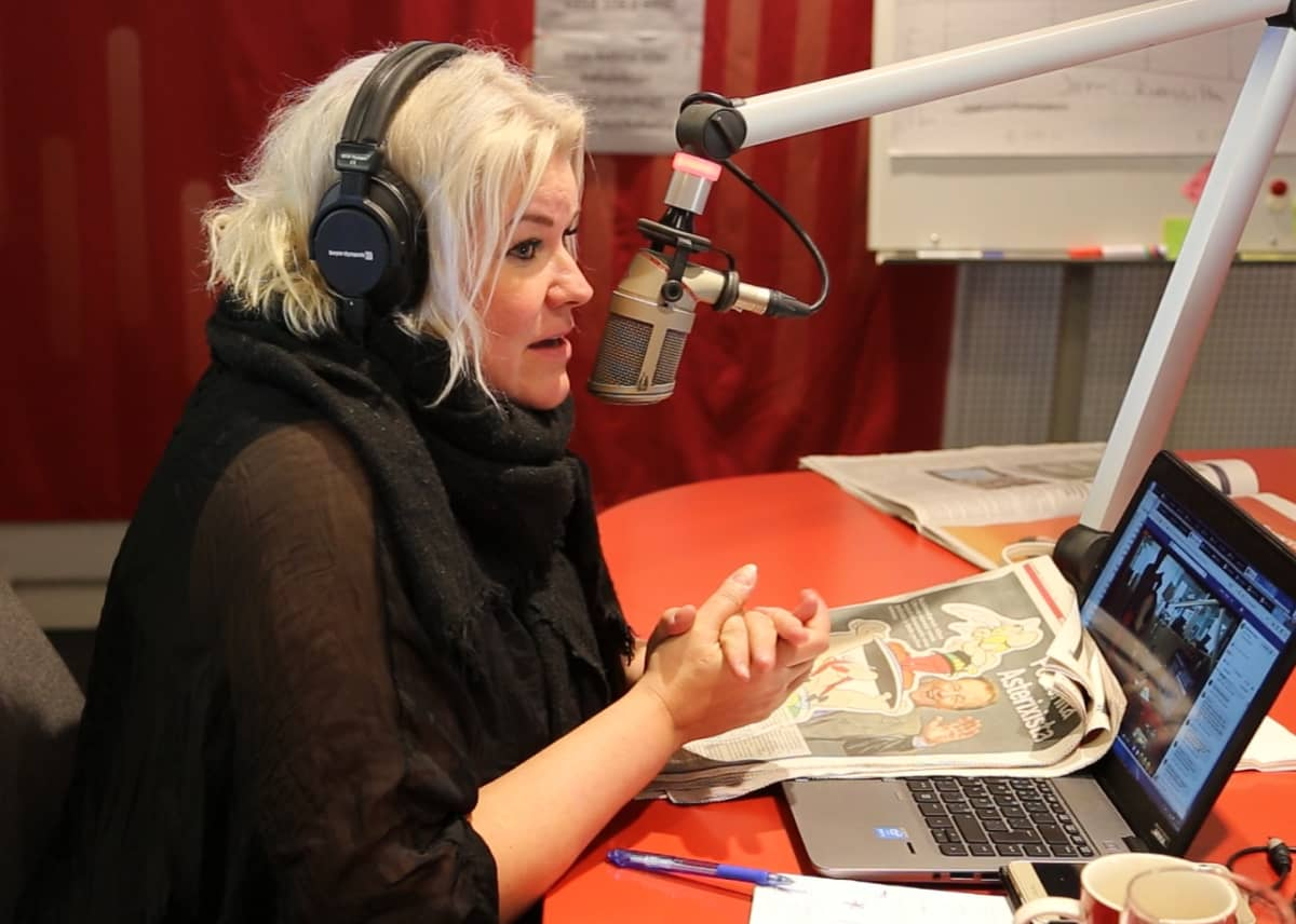 Radio Novan Aamun juontaja Minna Kuukka