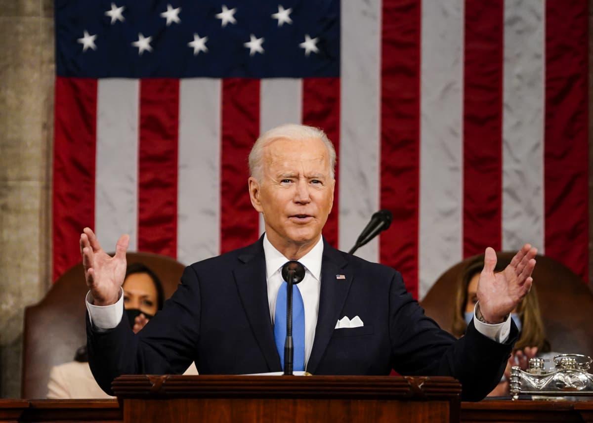 Yhdysvaltain presidentti Joe Biden pitämässä ensimmäistä puhettaan kongresissa.
