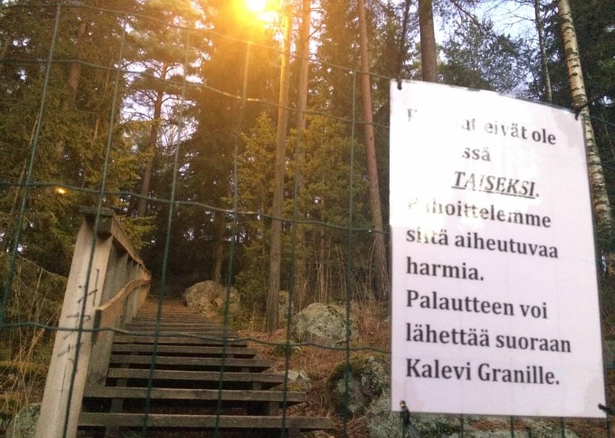 rikotut portaat Hotelli Tallukka turvapaikanhakijat