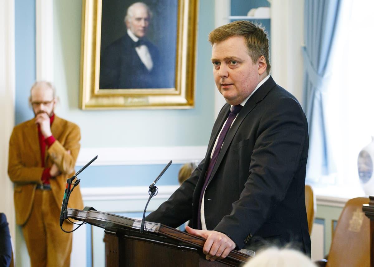 Islannin pääministeri puhui maansa parlamentissä 4. huhtikuuta.