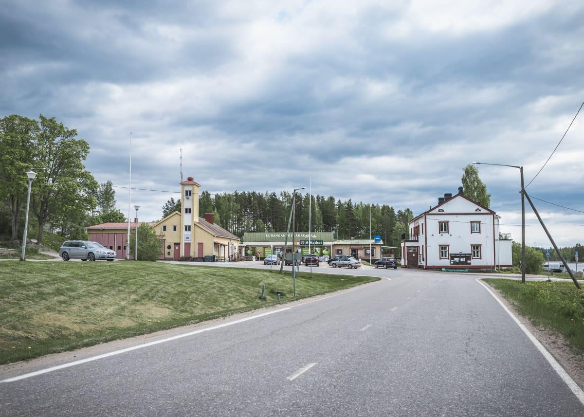 Tie luhangan kyläkaupalle