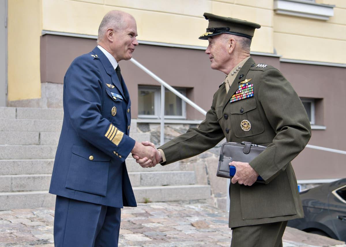 Jarmo Lindberg ja Joe Dunford.