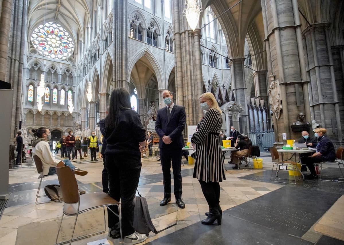 Englannin prinssi William Westminster Abbeyn katedraalissa