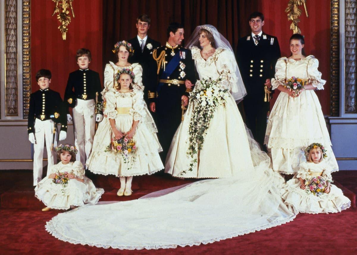 Charlesin ja Dianan hääkuva 29. heinäkuuta 1981.