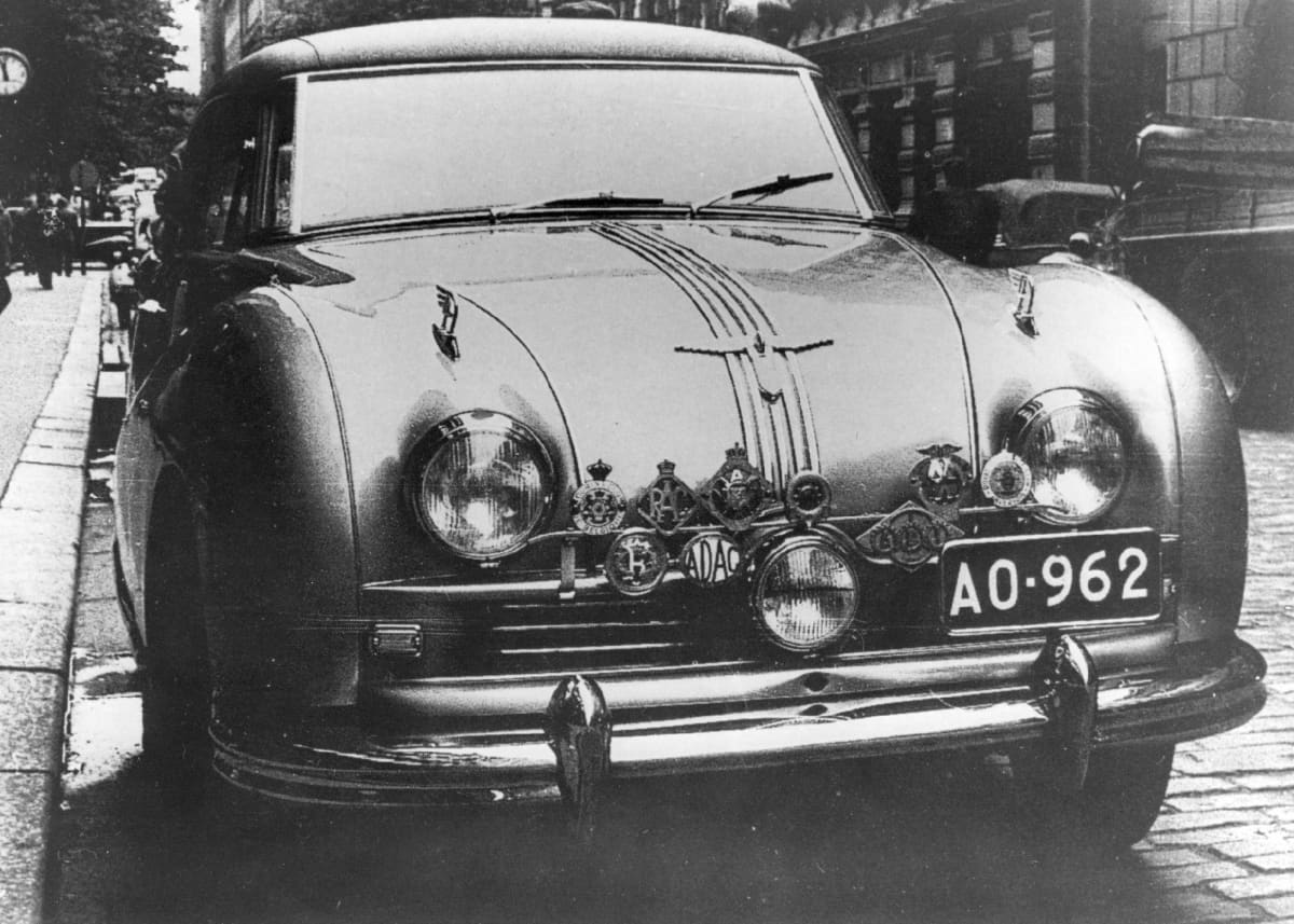 Tällä Austin Atlanticilla voitettiin ensimmäiset Jyväskylän Suurajot vuonna 1951.
