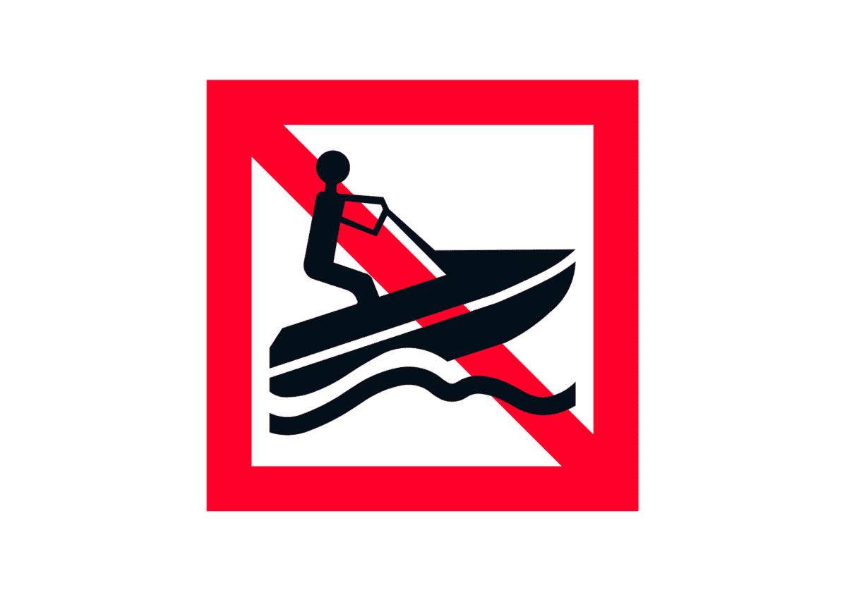 Vesiskootterilla ajo kielletty-merkki.