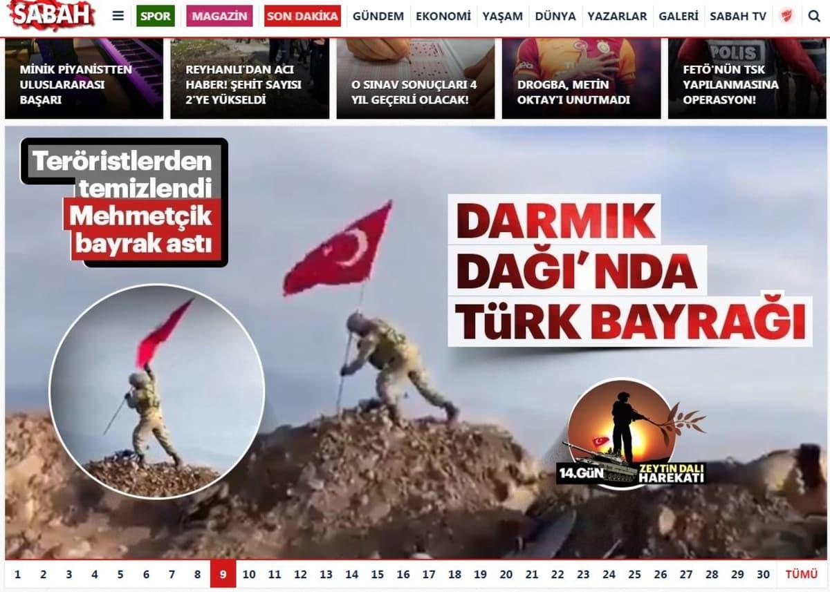 Kuva turkkilaisesta sotilasta nostamassa lippua kukkulalla.
