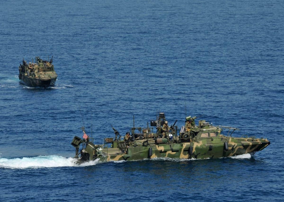Riverine-komentoveneet harjoittelivat ilmatukioperaatiota Arabianmerellä 12. kesäkuuta 2012.