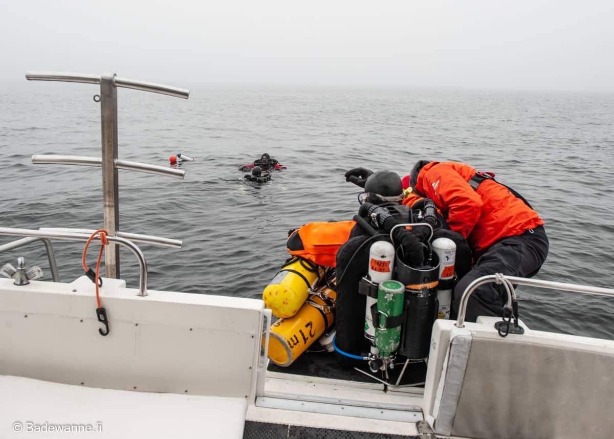 Badewannen sukeltajat kartoittavat Itämeren hylkyjä.