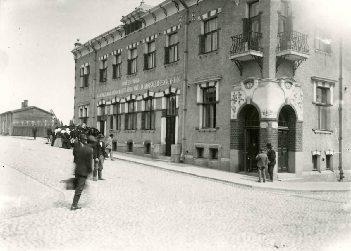 Vanha kuva talosta Hämeenlinnassa