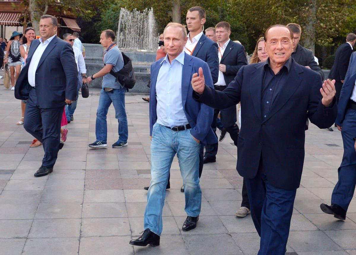 Venäjän presidentti Vladimir Putin ja Italian entinen pääministeri Silvia Berlusconi valokuvattuna Krimillä 11. syyskuuta.