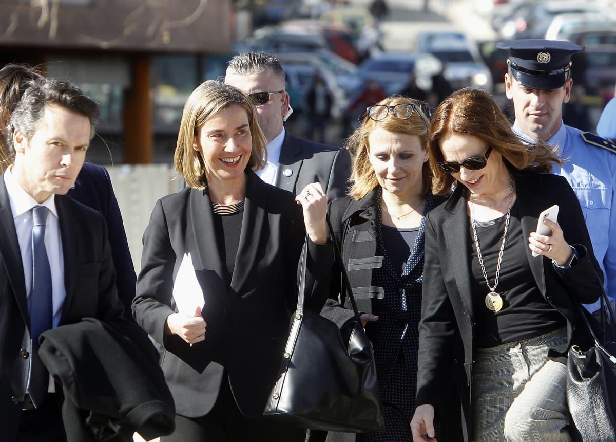 Federica Mogherini kuvattuna Länsi-Balkanin vierailunsa aikana Mitrovicassa Kosovossa 4. maaliskuuta.