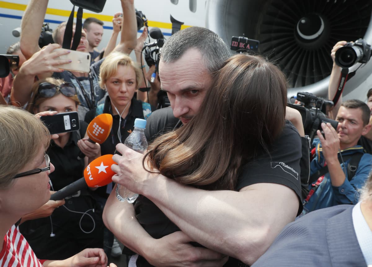 Ukraina ja Venäjä vaihtoivat vankeja syyskuussa, elokuvaohjaaja Oleg Sentsov halasi tytärtään palattuaan Ukrainaan. Nyt on vuorossa Ukrainan ja Itä-Ukrainan kapinallisten vankien vaihto.