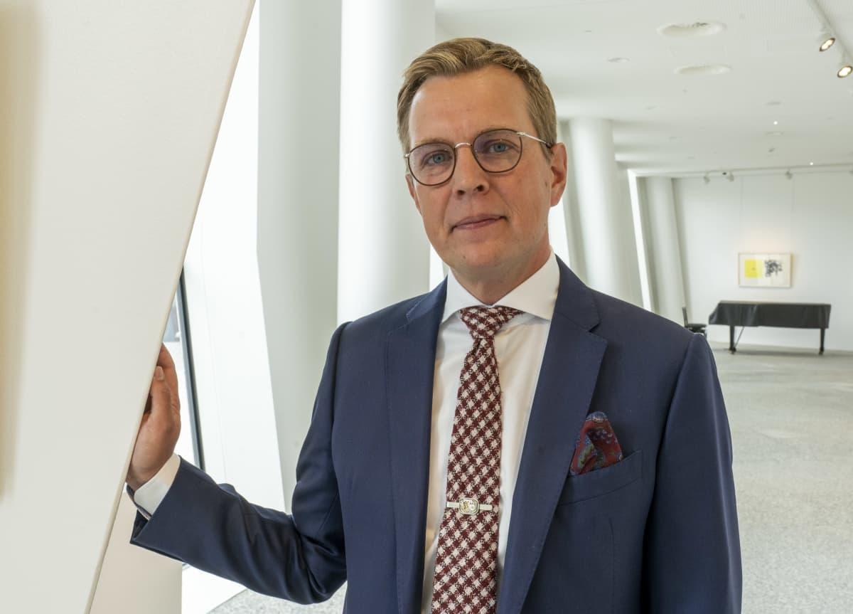 Pekka Puustinen, Pohjola vakuutuksen varatoimitusjohtaja, OP:n aulassa Vallilassa